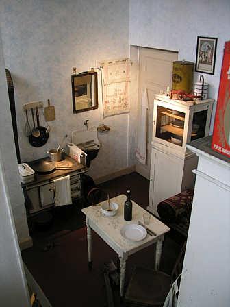 landesmuseum f r technik und arbeit arbeiterhaus. Black Bedroom Furniture Sets. Home Design Ideas