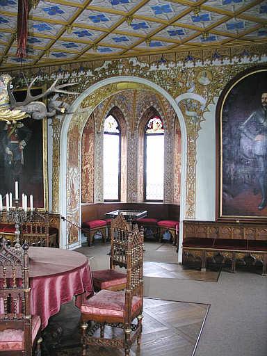 Schloss lichtenstein for Schloss modern einrichten